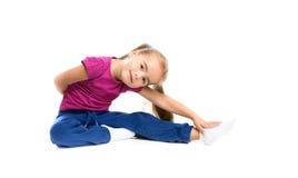 Mädchen Gymnast auf einem weißen Hintergrund Lizenzfreies Stockfoto