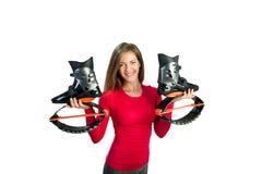 Mädchen hält Schuhe für kangoo Sprünge in den Händen Lizenzfreie Stockfotos
