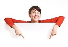 Mädchen hinter leerem Vorstand Lizenzfreies Stockfoto
