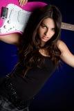 Mädchen-Holding-Gitarre stockbilder