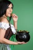 Mädchen-Holding-Gold stockfoto