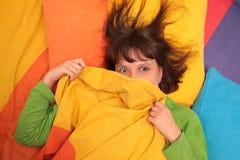 Mädchen im Bett Lizenzfreie Stockfotos