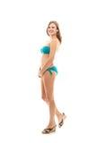 Mädchen im Bikini auf weißem Hintergrund Lizenzfreie Stockbilder