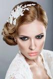 Mädchen im Bild der Braut Stockfotos