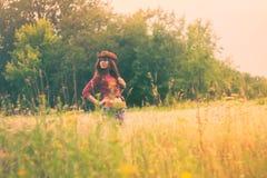 Mädchen im Bild eines Cowboys Stockbild