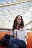 Mädchen im Campus stockbild