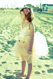 Mädchen im feenhaften Ballerinakleid Stockfoto