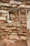 Mädchen im Felsenhaus. Stockbilder