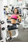 Mädchen im Fitnessstudio Lizenzfreies Stockbild