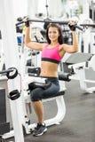 Mädchen im Fitnessstudio Lizenzfreies Stockfoto