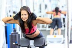 Mädchen im Fitnessstudio Stockbilder