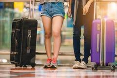 Mädchen im Flughafen Stockfoto
