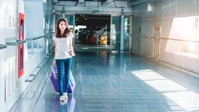 Mädchen im Flughafen Lizenzfreie Stockbilder