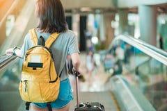 Mädchen im Flughafen Lizenzfreies Stockfoto