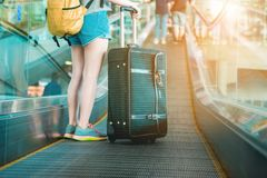 Mädchen im Flughafen Lizenzfreie Stockfotografie
