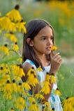 Mädchen im Garten Stockfotos