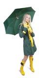 Mädchen im grünen Mantel mit Regenschirm Lizenzfreies Stockfoto