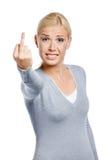 Mädchen, das obszöne Geste zeigt Lizenzfreie Stockfotografie