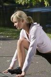 Mädchen im Gymnastikkleid Stockfoto