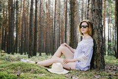 Mädchen im Holz Stockbild