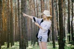 Mädchen im Holz Stockbilder