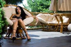 Mädchen im Luxuxinnenraum Lizenzfreie Stockbilder