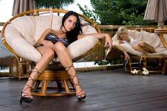 Mädchen im Luxuxinnenraum Stockbilder