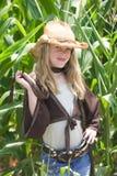 Mädchen im Mais Stockfotos