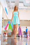 Mädchen im Mall Lizenzfreie Stockfotografie