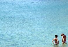 Mädchen im Meer Lizenzfreie Stockbilder