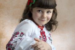 Mädchen im nationalen Kostüm Lizenzfreie Stockfotos