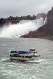 Mädchen im Nebel Niagara Falls Stockfotografie
