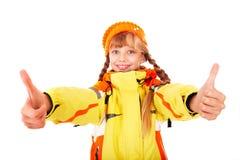 Mädchen im orange Hut des Herbstes mit dem Daumen oben. Stockbilder