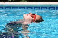 Mädchen im Pool Lizenzfreies Stockfoto