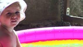 Mädchen im Pool 03 stock video footage