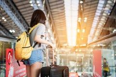 Mädchen im Reisemoment Stockbilder
