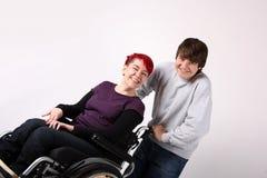 Mädchen im Rollstuhl mit Helfer Lizenzfreies Stockbild