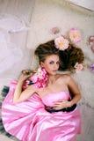 Mädchen im rosafarbenen Kleid Stockbilder