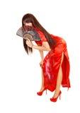 Mädchen im roten Kleid und im Fan. Stockfoto