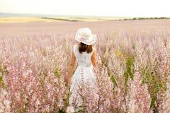 Mädchen im Salbei Lizenzfreie Stockfotografie