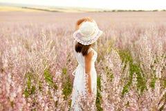 Mädchen im Salbei Lizenzfreie Stockfotos