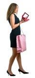 Mädchen im schwarzen Kleid mit dem großen rosafarbenen Beutel lizenzfreie stockbilder