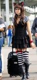 Mädchen im Schwarzweiss-Kätzchen cosplay Lizenzfreies Stockbild