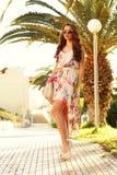 Mädchen im Sommerkleid stockfotografie