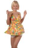 Mädchen im Sommerkleidtanzen stockfotos