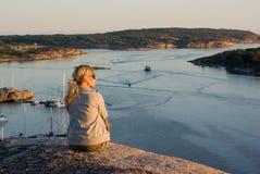 Mädchen im Sonnenuntergang Lizenzfreie Stockfotografie