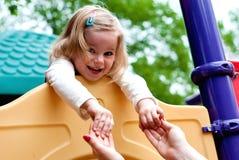 Mädchen im Spielplatz Lizenzfreies Stockfoto
