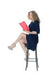 Mädchen im Strickjackensitzen Lizenzfreies Stockbild