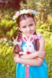 Mädchen im traditionellen russischen Volkskostüm Lizenzfreie Stockfotografie