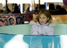 Mädchen im Vergnügungspark Stockfotos